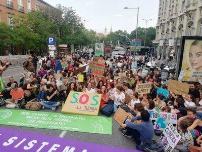 Miles de jóvenes de todo el mundo toman las calles en defensa del clima