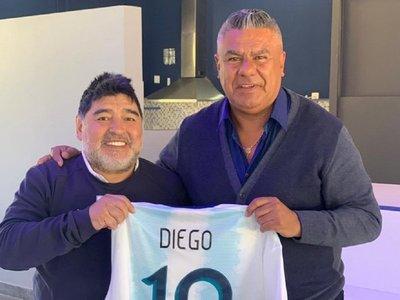 Chiqui Tapia visita a Maradona en las instalaciones de Gimnasia
