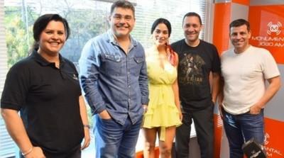 Fabi Martínez Debutó En AM Apuntando A Mario Abdo Y Santiago Peña
