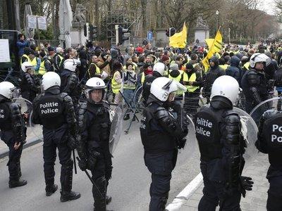 """Más de 160 detenidos en nueva protesta de los """"chalecos amarillos"""""""