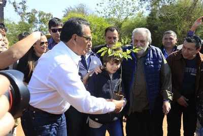 """Humberto Rubin: """"Es un homenaje a la vida seguir plantando árboles"""""""