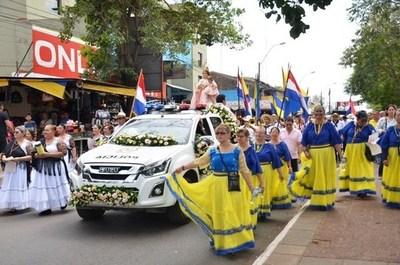Con emocionante y tradicional Bandera jere, los luqueños inician su fiesta patronal •