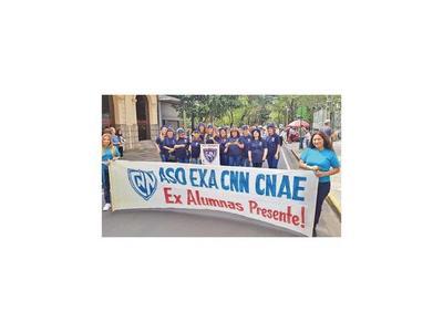 Ex alumnos desfilaron sobre Palma como hace 40 años