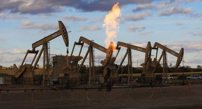 Petróleo gana más de 1 dólar en los mercados de Nueva York y Londres