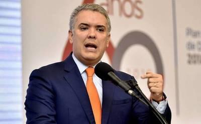 Duque acusa a grupos armados de alistar a menores en frontera con Venezuela