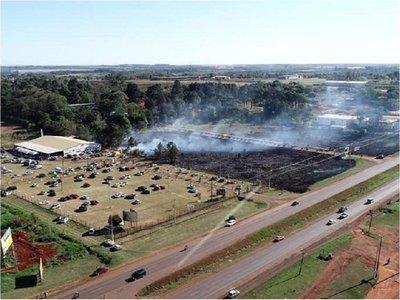 Minga Guazú: En bienvenida a Cartes incendiaron dos pastizales