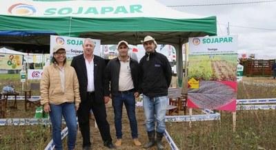 Inbio presentó variedades de Sojapar en la Expo Pioneros