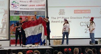Jóvenes de CDE ganan premio en competencia de robótica en West Virginia, EEUU