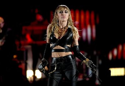 Miley Cyrus arrasó en el iHeart Festival, luego de la noticia de su separación