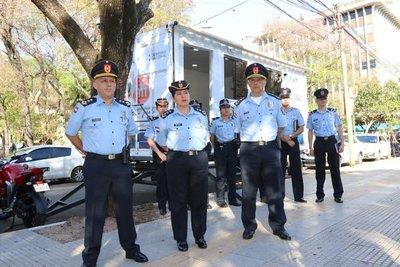 """""""Comisaría móvil"""" inaugura la Policía en pleno centro"""