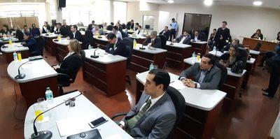 Silencio de concejales domesticados tras ver pruebas de utilización de máquinas de la Gobernación en predio de González