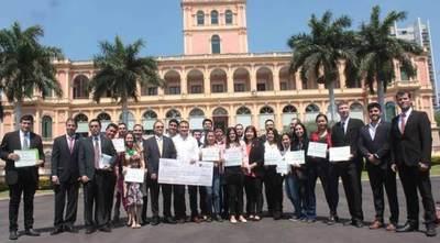 Gobierno Nacional entrega premios a jóvenes agrarios emprendedores