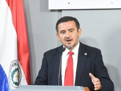 Padres de estudiantes denuncian a Eduardo Petta por mal desempeño