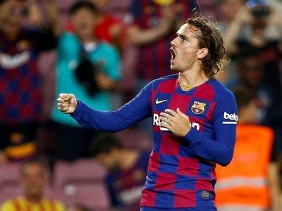 Un Barça deprimido salva los muebles en el Camp Nou