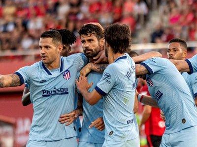 El Atlético gana en Mallorca y llega encendido al derby