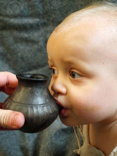 Bebés de la prehistoria usaban biberones de arcilla