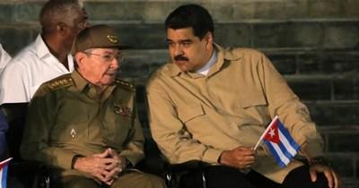 Estados Unidos sanciona a Raúl Castro por respaldar a la dictadura de Nicolás Maduro