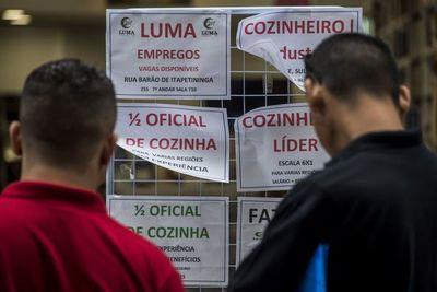 Desempleo en Brasil sigue en 11,8%, informalidad bate récord