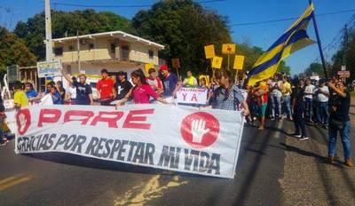 Estudiantes cierran ruta y emplazan a MOPC a señalizar ruta en Costa Sosa •