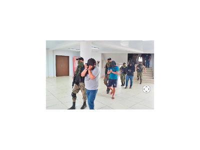 Policías, ligados al esquema para el  resguardo o campanas de la organización