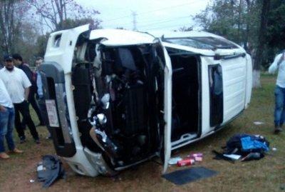 Conductor volcó tras intento de asalto