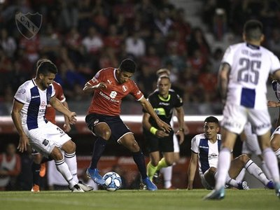 Cecilio abrió el camino en el triunfo de Independiente