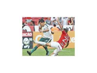 Palmeiras rescata un punto y Santos gana
