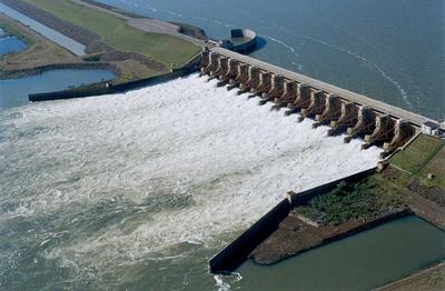 Denuncian que Argentina está vendiendo energía de la EBY al Brasil