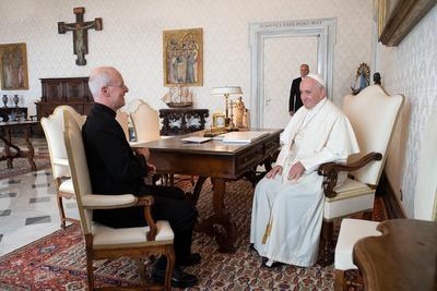Papa Francisco recibió a controvertido sacerdote que trabaja con la comunidad LGTBI