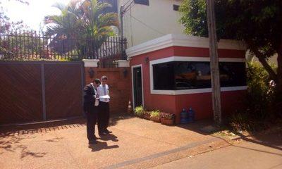 A  Javier Zacarías, Municipalidad emplaza a despejar vereda en 48 horas