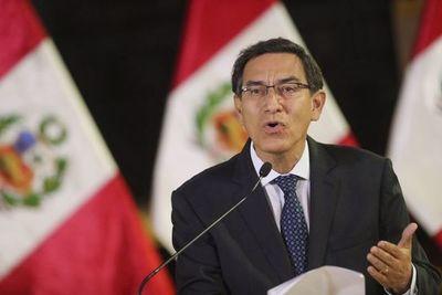 Presidente de Perú afianza su poder con apoyo ciudadano y militar