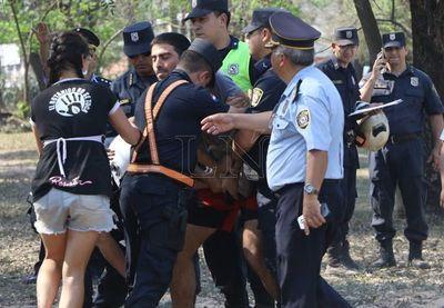Botánico: cinco personas detenidas por impedir avance de máquinas
