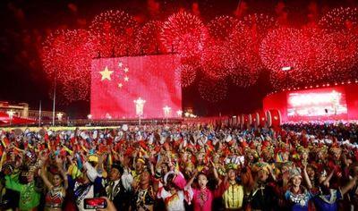 China celebró los 70 años del régimen comunista e inquieta a EEUU con un misil