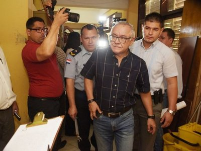Fiscalía imputa a ex diputado por supuesta coima de USD 25.000