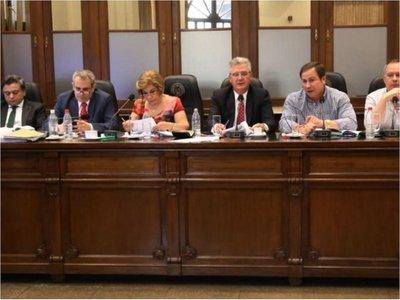 Abuso en Paraguarí: Jueces y fiscala suspendidos y enjuiciados por JEM