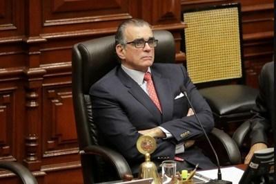 El presidente del Congreso de Perú rechazó suceder a Mercedes Aráoz por carecer de apoyo militar