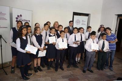 Cultura premió a estudiantes ganadores del Concurso Kambá