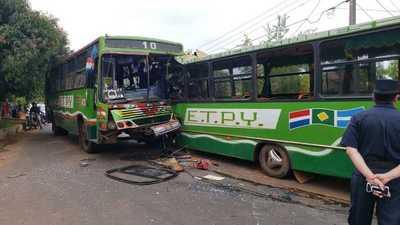 Un fallecido tras accidente entre dos buses en Capiatá