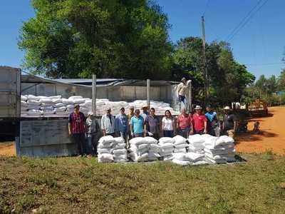 MAG entregó cal agrícola a productores de cebolla de Caaguazú