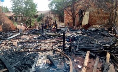 Vivienda del Km 11 es consumida por un incendio