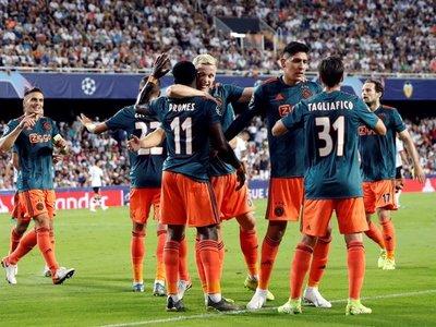 Mucho Ajax para un desafortunado Valencia