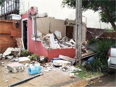 """Comuna de CDE derriba """"irregular"""" caseta de seguridad de Zacarías Irún"""