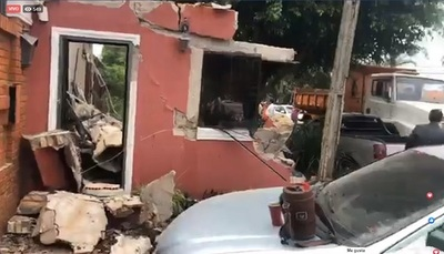 Municipalidad destruye caseta de seguridad de los Zacarías