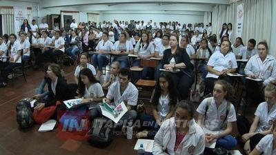 INSTRUYEN A FUTUROS PROFESIONALES EN EL MANEJO DE PACIENTES CON DISCAPACIDAD