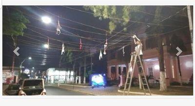 Villarrica amaneció con gran cantidad de sostenes colgados
