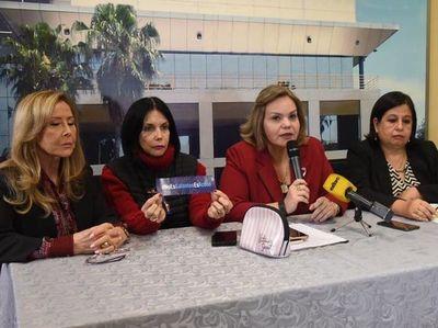 Senadoras repudian comunicado de la UC que califica a Kriskovich como víctima de hechos delictivos