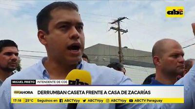 Derrumban caseta frente a casa de Zacarías
