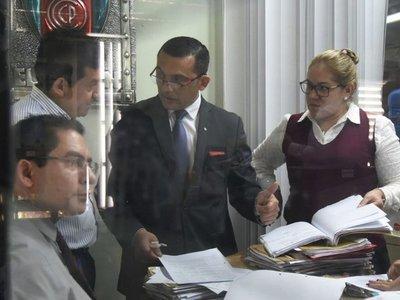 Fiscalía analiza llamativa resolución que salvaría a Torres de caso coima
