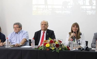 """HOY / Hay más desempleados pero ministra de trabajo presenta """"otros"""" números"""