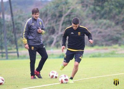 Costas confirma equipo para enfrentar a Libertad